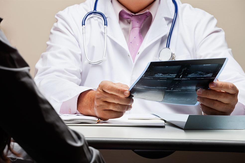 Operación de circuncisión en adultos y postoperatorio